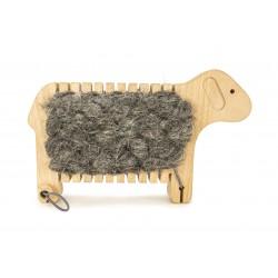 Weben mit einem Schaf